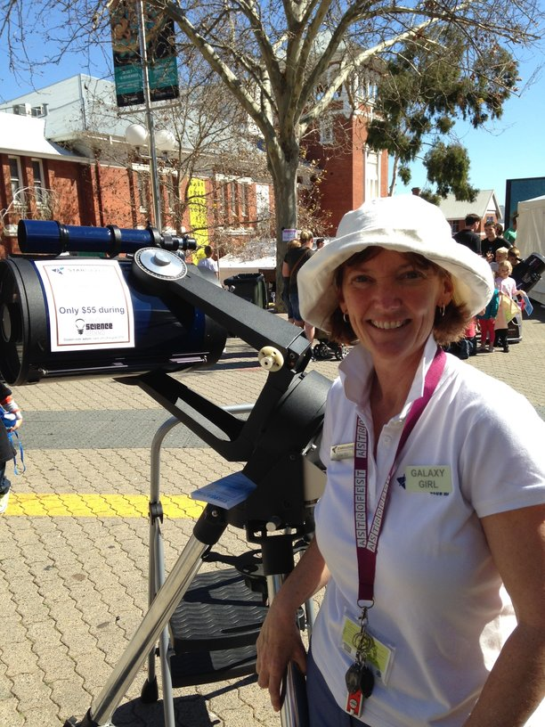 rsz_1galaxy_girl_at_perth_science_festival